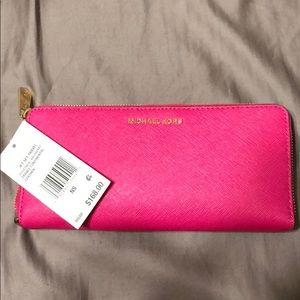 Michael Kors Jet Set Travel Rasberry wallet